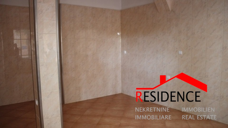 Commercial Property, 39 m2, For Sale, Pula