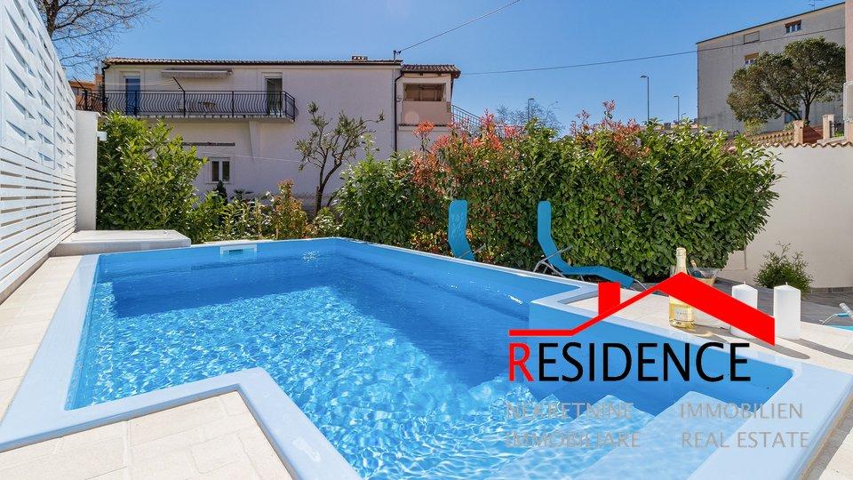 Pula, centro, ristrutturata casa indipendente con piscina