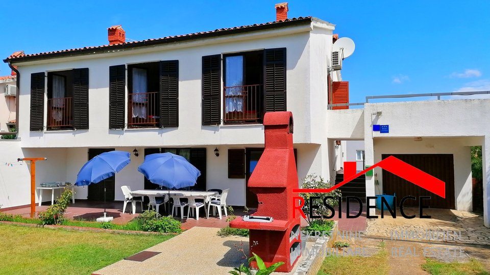 BANJOLE, HOUSE WITH APARTMENTS, 350 METERS TO THE SEA